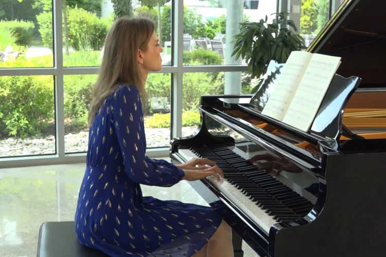 Emotional Piano: Barbara Arens - Sombre the Night is