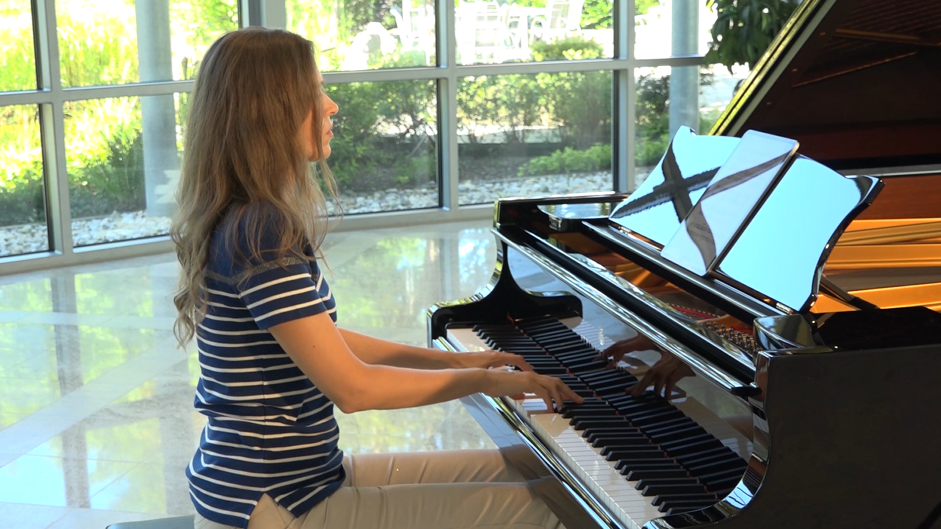 MOVING CLASSICS - discovery channel for new piano music