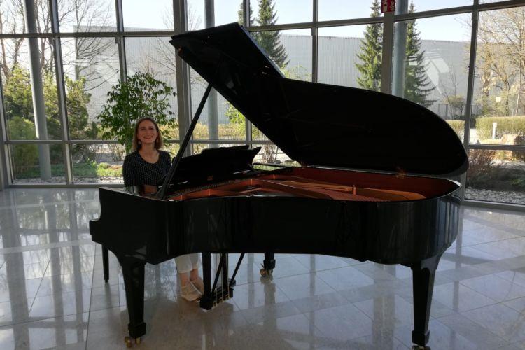 Classic Cantabile UP-1 präsentiert von Aurio - Anna Sutyagina - Rustem Yakhin - Poetisches Bild
